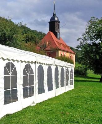 Hochzeitsvorbereitungen an der Weinbergkirche in Pillnitz