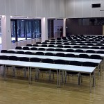 Konferenzbestuhlung mit Tischen