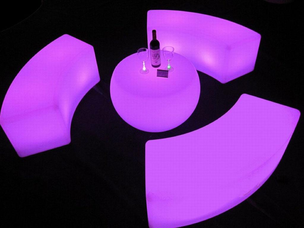 LED Sitzelemente mit Tiscch