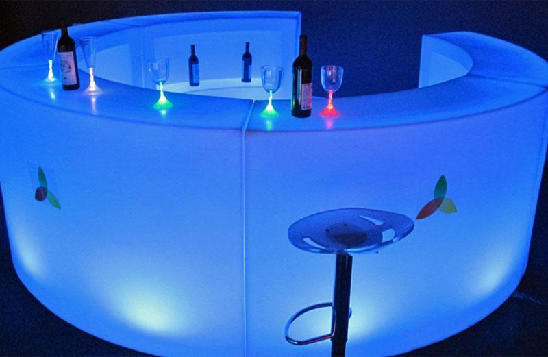 Mietbar rund mit LED-Beleuchtung